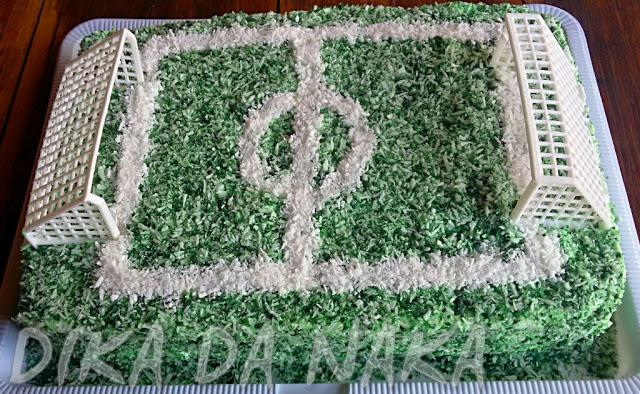 ... verde na quantidade necessária para colorir. Chacoalhe bem para que o  coco fique colorido por completo 73f8164271f0a